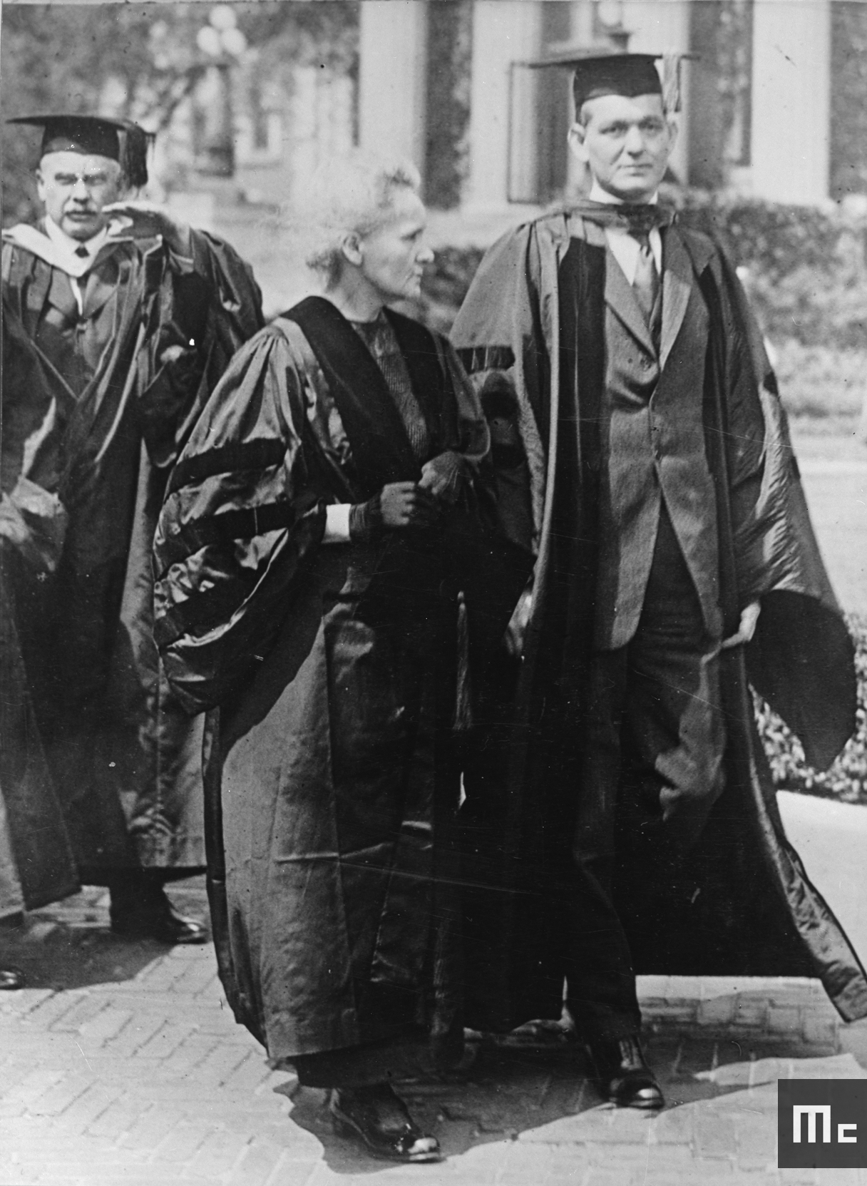 Marie Curie with Dean Pegram, Dean of the School of Engineering at Columbia University, 1921 (Source: Musée Curie; coll. ACJC)