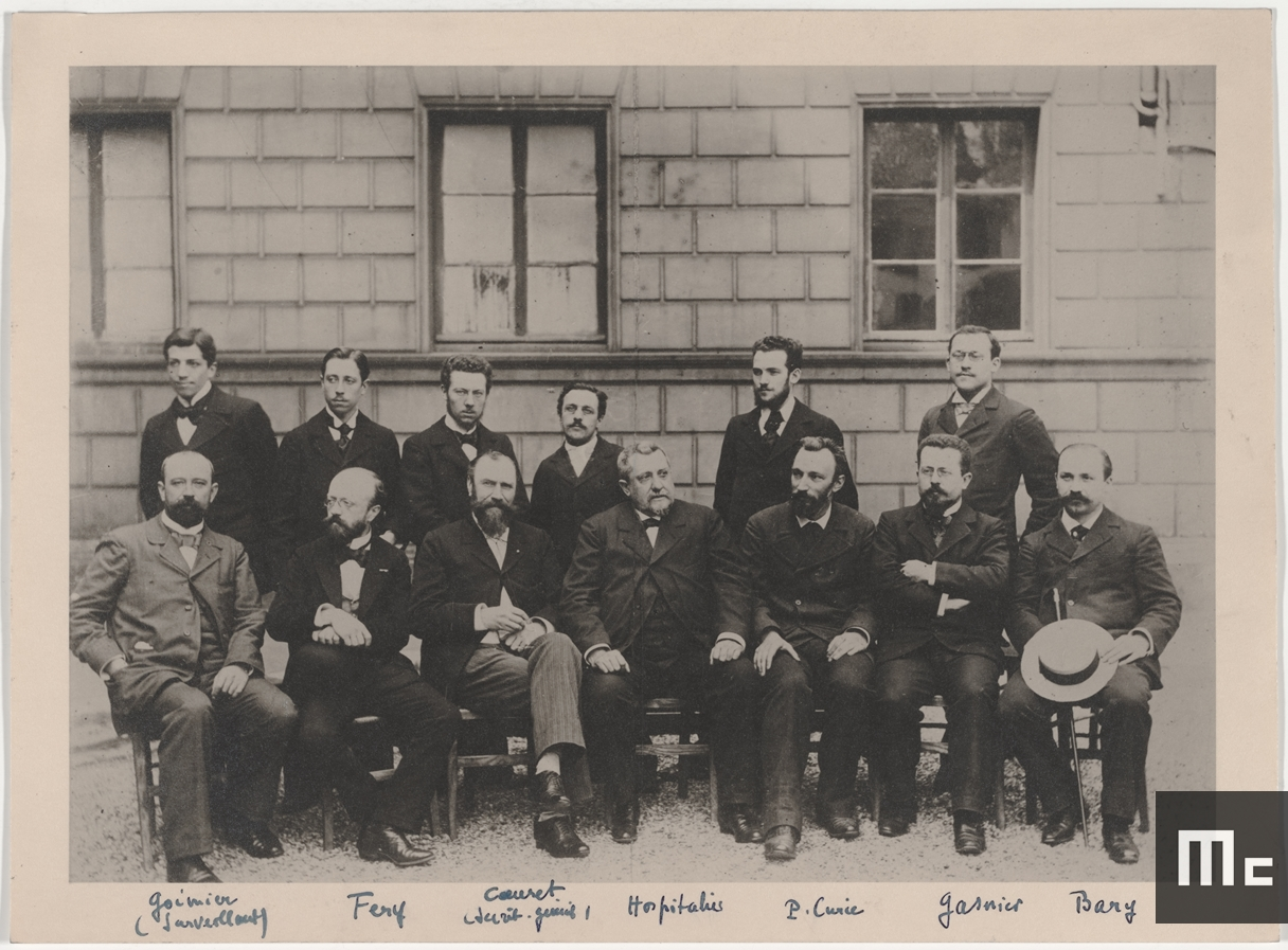 Pierre Curie (sitting, third from the right), with a group of EMCPI professors, around 1894 (Source : Musée Curie ; coll. ACJC)