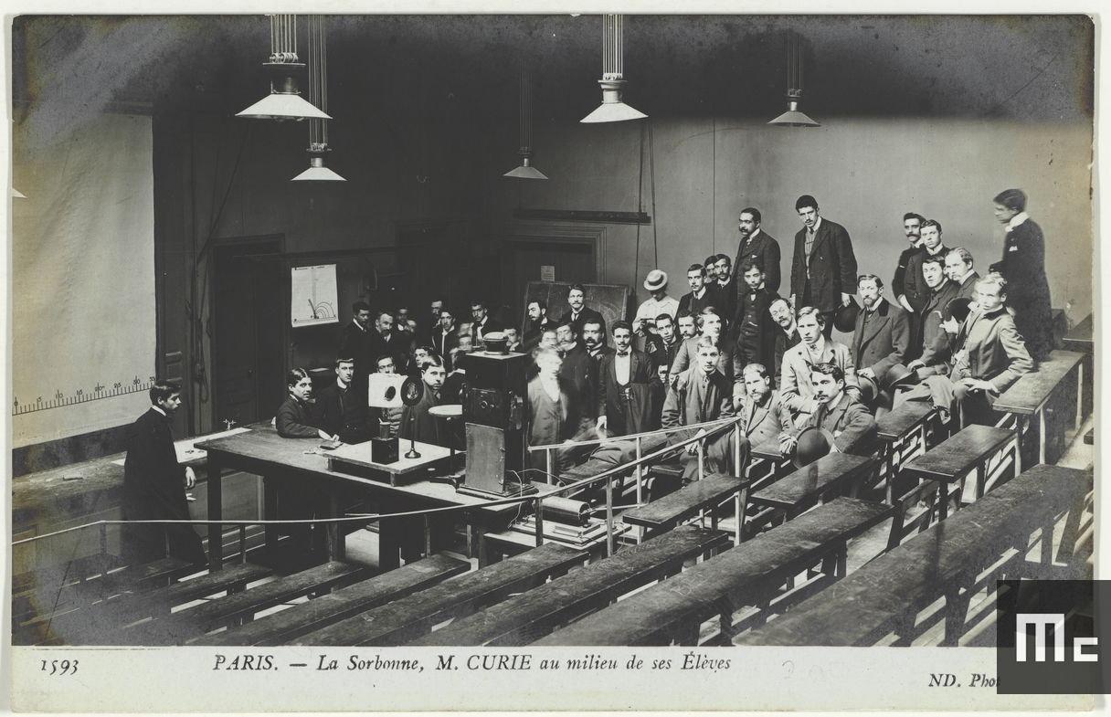 Pierre Curie among his students in the amphitheatre on rue Cuvier in 1904 (Source: Musée Curie; coll. ACJC)