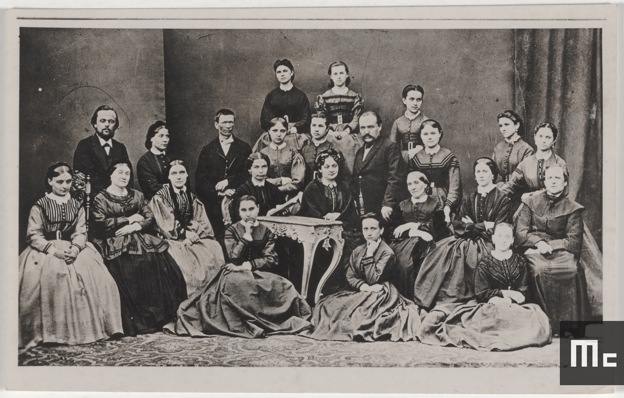 Wladyslaw and Bronislawa Sklodowski, Marie Curie's parents, surrounded by their students, at 16 Freta Street, Warsaw, Poland, 1860 (Source : Musée Curie ; coll. ACJC)