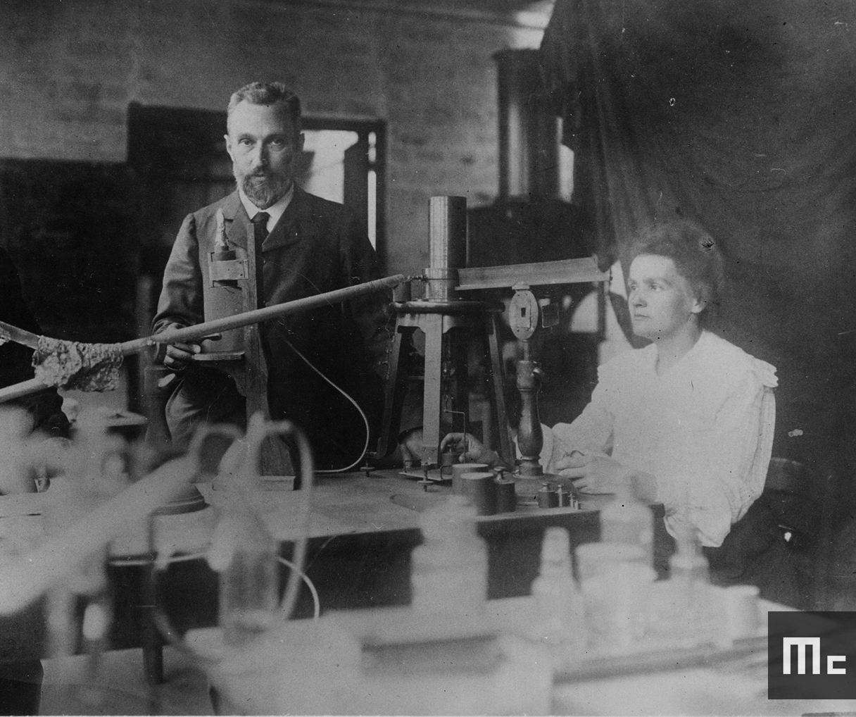 Pierre and Marie Curie in their laboratory at EMPCI, around 1898 (Source : Musée Curie ; coll. ACJC)