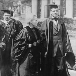 Marie Curie avec Dean Pegram de l'Ecole des Sciences Appliquées à la Colombia University, 1921 (Source : Musée Curie ; coll. ACJC)