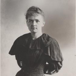 Marie Sklodowska, étudiante, en 1894 (Source : Musée Curie ; coll. ACJC)