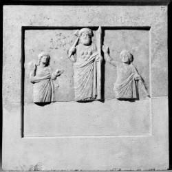 La stèle de Tégéa,[Pythéos], 351-344 av. J.-C., © British Museum, Inv. 1914,0714.1, British Museum, tous droits réservés.