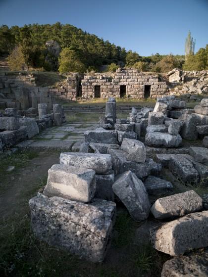 Le Propylon sud et le « palais hékatomnide »