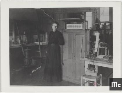 Marie Curie dans son laboratoire de la rue Cuvier, 1913.