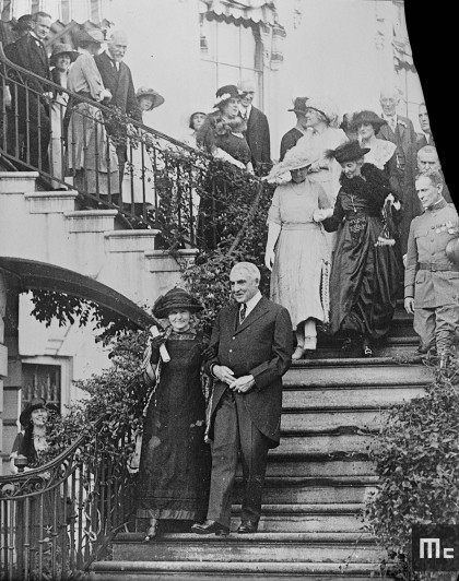 Marie Curie and the President of the United States, Warren G. Harding, coming down the stairs at the White House, 20 May 1921  (Source: Musée Curie; coll. ACJC)