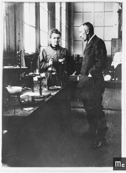 Pierre et Marie Curie dans le laboratoire de l'EMPCI, vers décembre 1903