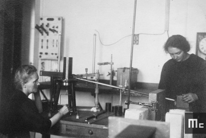 Marie Curie and her daughter Irene at the Radium Institute, 1922 (Source: Musée Curie; coll. ACJC)