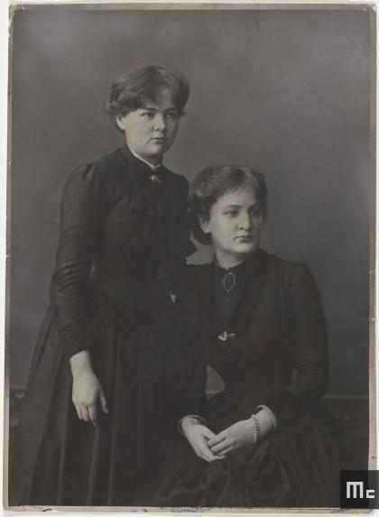 Maria Sklodowska et sa sœur Bronislawa en 1886 (Source : Musée Curie ; coll. ACJC).