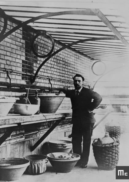 André Debierne, en 1901.