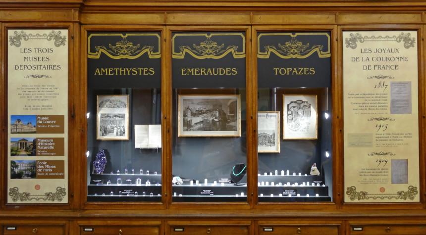 Vitrine de l'exposition permanente au Musée de minéralogie