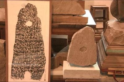 La restauration des stèles au musée national du Cambodge