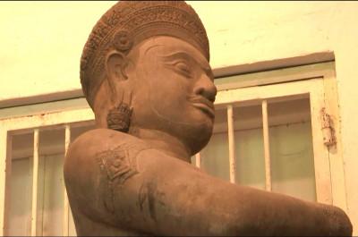 statue monumentale du site de Koh Ker